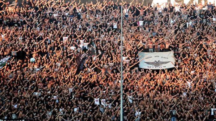 Grci žele navijače na tribinama!