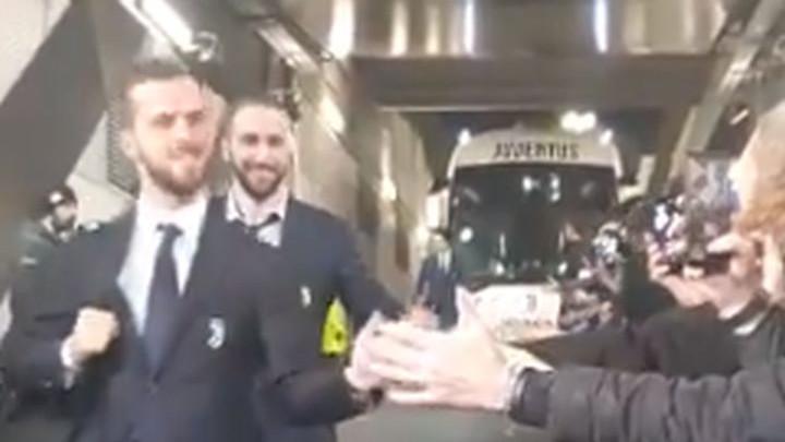 Douglas Costa, Pjanić i Higuain su baš ispoštovali navijače ispred stadiona