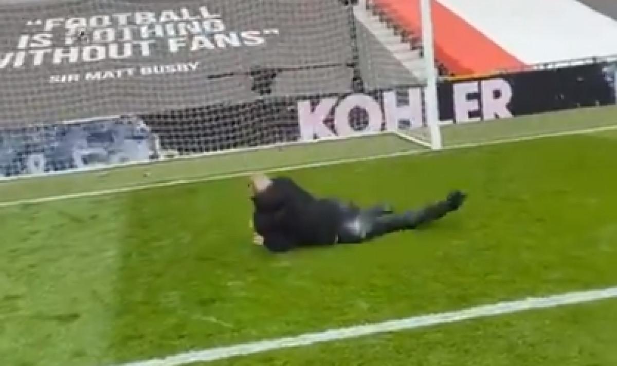 Navijač Manchester Uniteda ušao na Old Trafford samo da bi se 'proslavio' potezom
