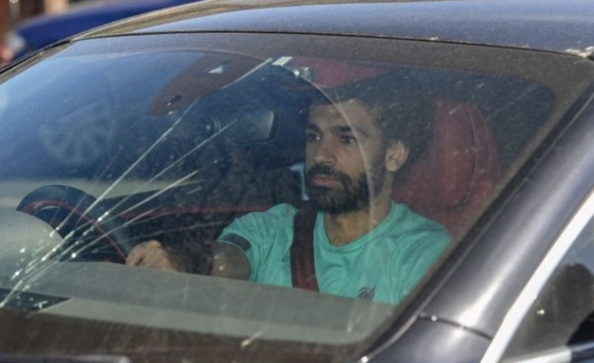 Salah razbio šoferšajbu na automobilu, a Lovren je morao da ga zeza na Twitteru