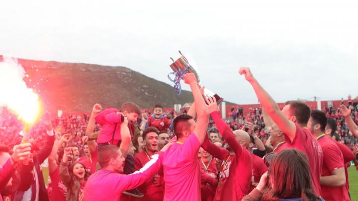 Ludnica nakon posljednjeg zvižduka: Navijači Veleža u transu, ovacije za nogometaše