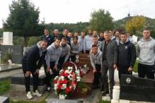 Igrači i stručni štab Sarajeva posjetili Vedranov grob