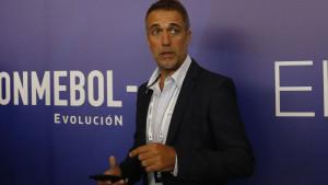 Novinar pitao Batistutu zašto mu sin radi u fotokopirnici, a on mu održao lekciju: Mogu imati sve...