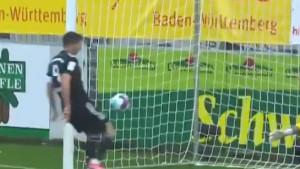 Lewa kao da nije želio srušiti Mullerov rekord: Pogledajte nestvaran promašaj napadača Bayerna