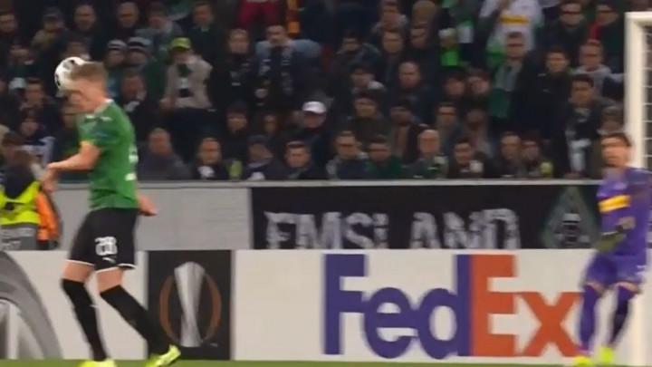 Sommer pokušao izbiti loptu, pa nokautirao svog saigrača