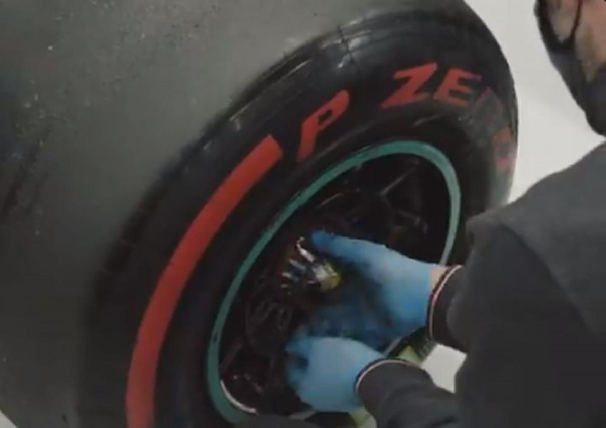 Mercedesovi mehaničari nakon četiri dana patnje konačno skinuli točak s Bottasovog bolida