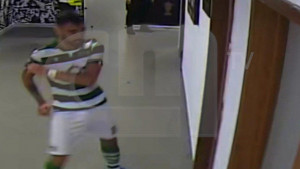 Bruno Fernandes nakon crvenog kartona razbio vrata, a onda krenuo u obračun sa zaštitarima