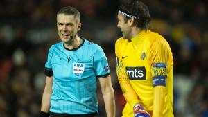 Englezima nije jasno zašto Stojković nosi traku na glavi