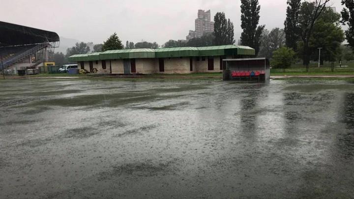"""Kamberović polje """"poplavljeno"""": Odgođena utakmica Čelika i Veleža"""