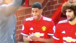 Komična situacija prilikom izmjene Manchester Uniteda