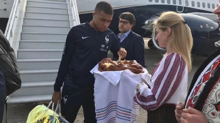 Šok na licima igrača Francuske kada su doputovali u Moldaviju
