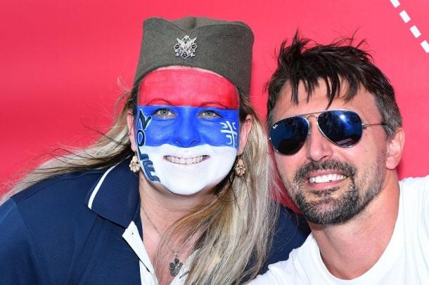 Slika Ivaniševića i navijačice sa četničkom kokardom?