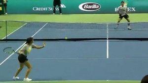 Federer u čudu: Mlada sakupljačica lopti mu pokazala kako se igra tenis