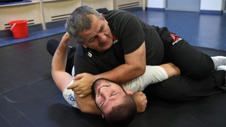 Teški dani za šampiona: Khabibov otac operisan, stanje je veoma teško