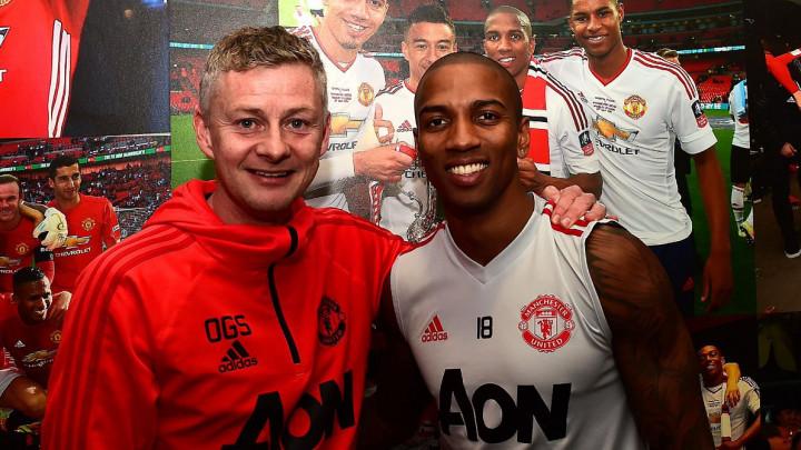 Ashley Young produžio ugovor sa Manchester Unitedom