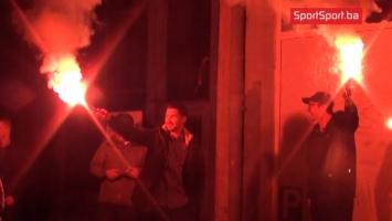 Bakljama i pjesmom dočekani igrači Željezničara na Grbavici