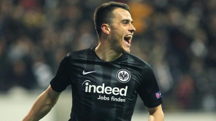 Na pravom mjestu u pravo vrijeme: Kostić doveo Eintracht u vodstvo protiv Benfice