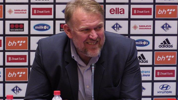 Mešanović zabio, Prosinečki pred bitnom pobjedom na praznom stadionu