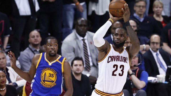 Vjerovali ili ne, LeBron bolji od Curryja iza linije 7.24