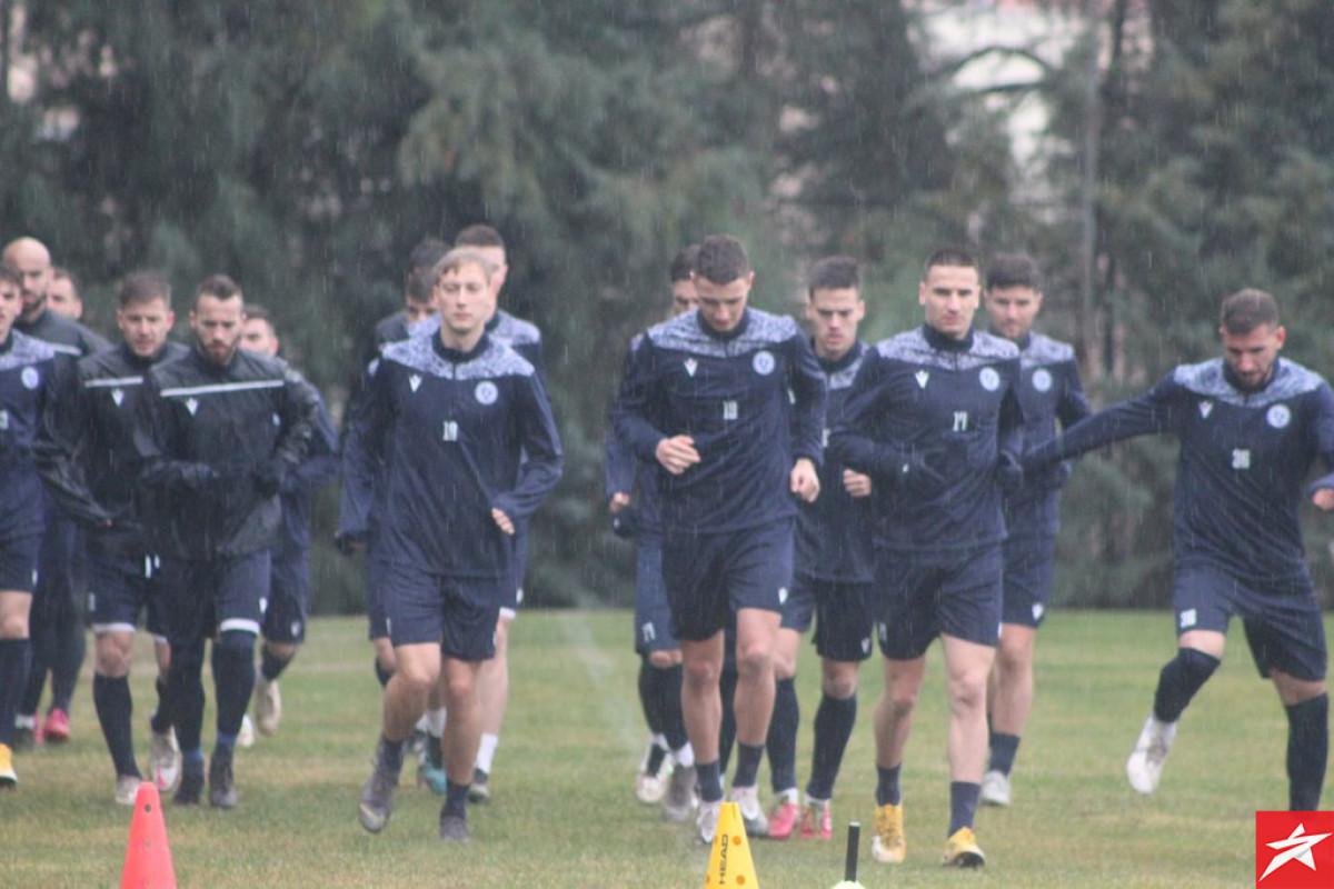 Plavi trenirali u punom sastavu, sutra igraju prvi meč u 2021. godini
