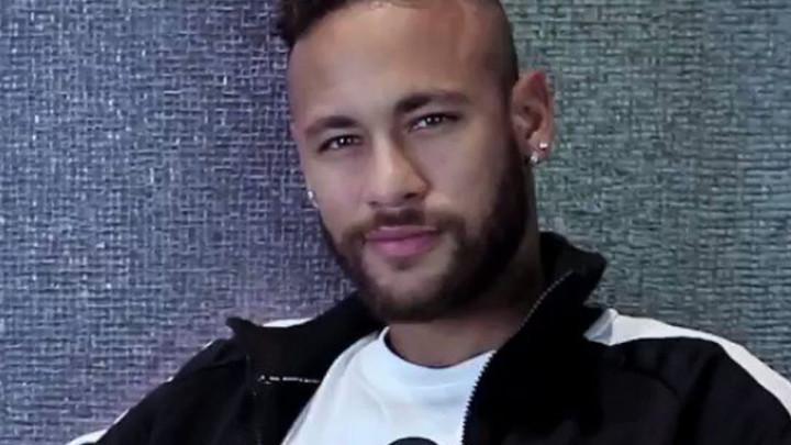 Neymar prvi put pozira u novoj opremi i poručuje: Kralj se vratio!