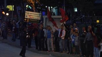 Pogledajte kako je kamenovan autobus Srbije u Tirani