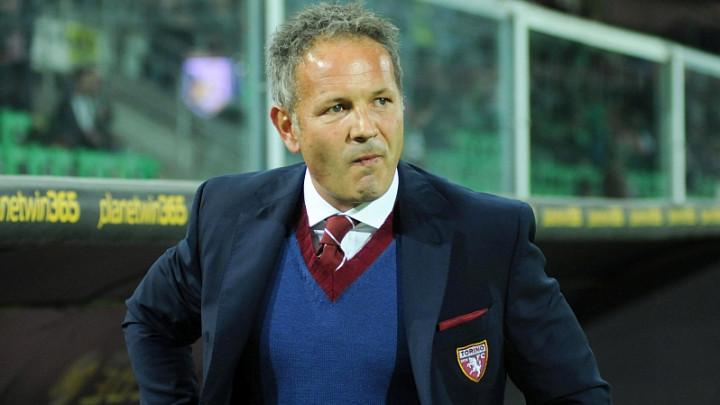 Odlazi, a sarmu nije probao: Mihajloviću otkaz par dana nakon potpisa ugovora?