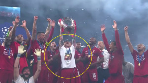 Igrač Liverpoola podigao trofej u majici na kojoj je bila poruka tragično nastradalom Reyesu