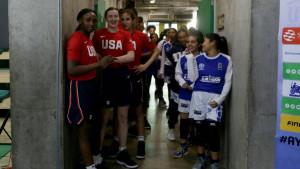 Zatečeni ste fotografijom dječaka iz Španije? Pogledajte scenu sa košarkaškog meča SAD - Honduras