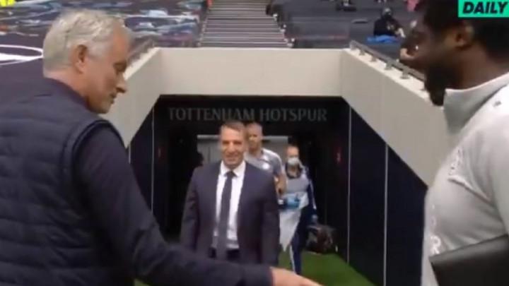 Mourinho sreo starog poznanika, kada mu je vidio stomak odmah ga počeo zezati
