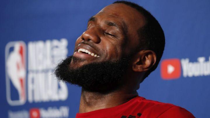 Jamesu 162 dolara samo što kroči na teren u dresu Lakersa