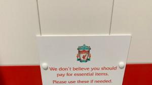 Navijačica u toaletu na Anfieldu zatekla zanimljiv prizor, objavila sliku i izazvala dosta polemika
