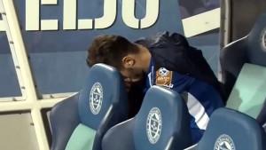 Tužni Stevanović u centru pažnje nakon utakmice...
