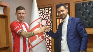 Povezivao se sa  FK Sarajevo, završio u drugoj ligi Turske