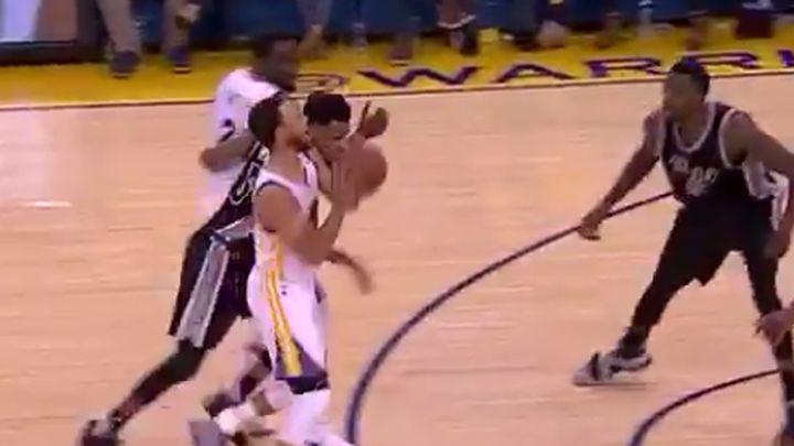 Nevjerica na licima igrača Spursa nakon trojke Curryja