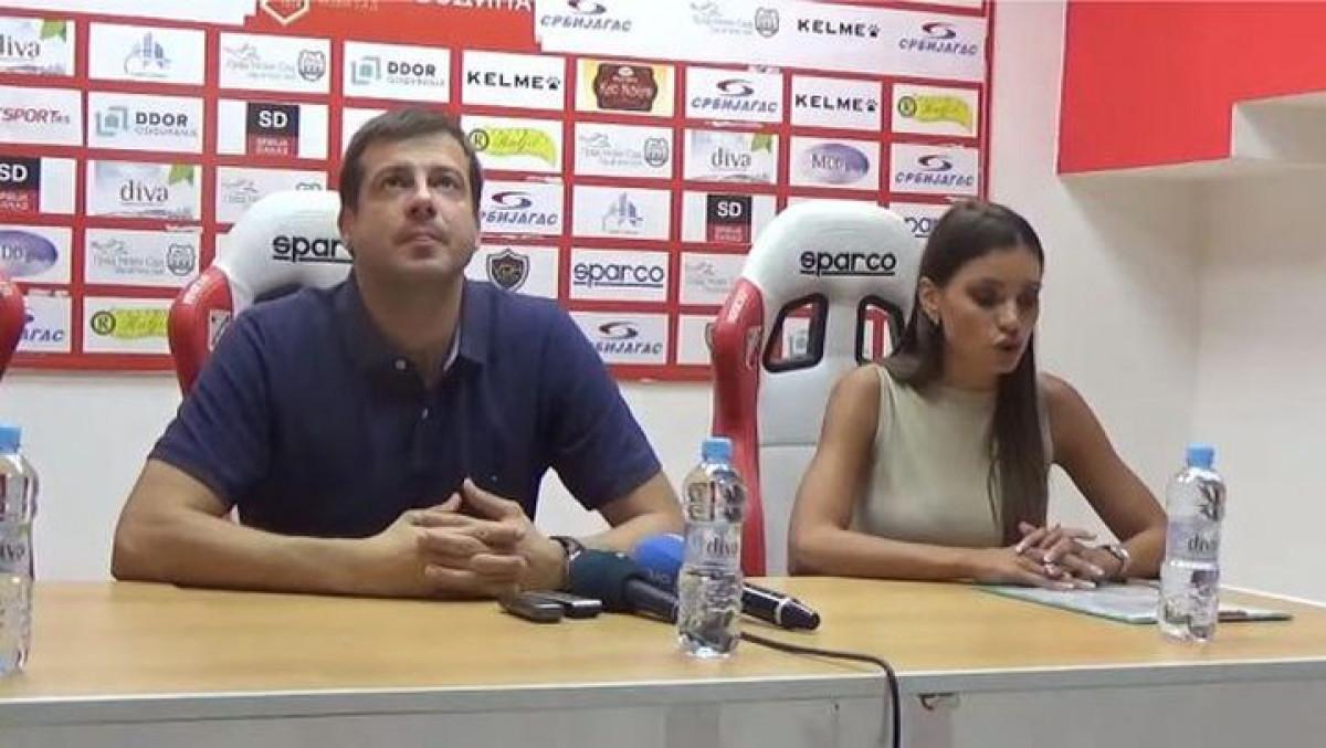 Seks bombu Lalatović nije smio ni da pogleda: Komične scene pred utakmicu Vojvodine