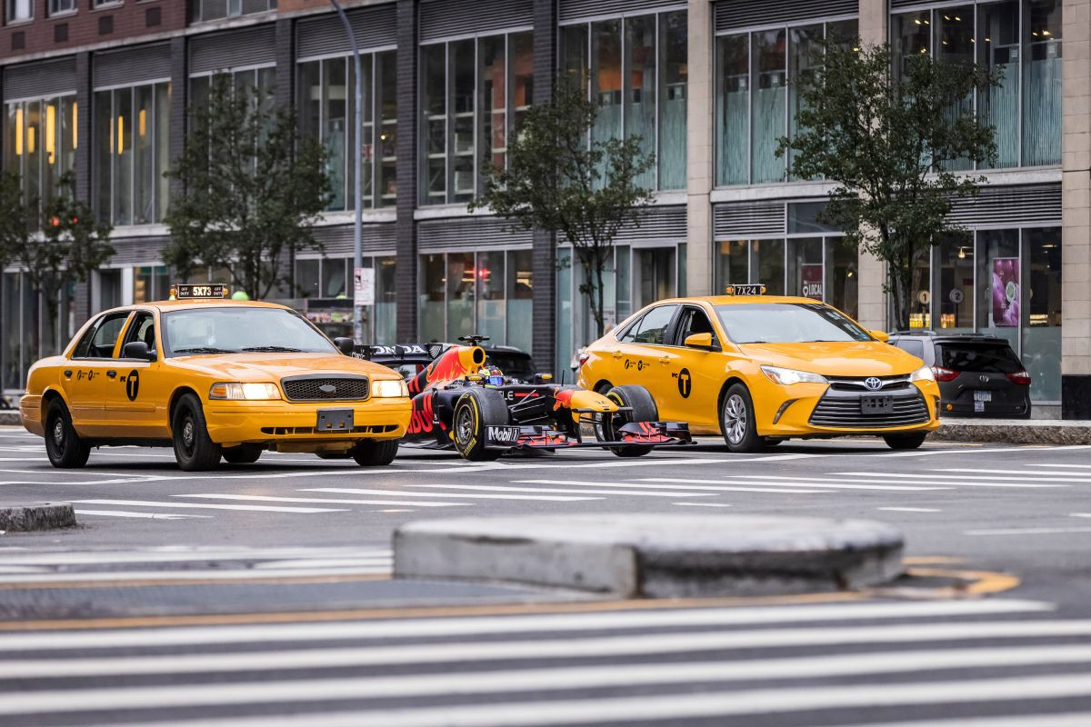 Bolid Red Bull Racinga na ulicama New Yorka