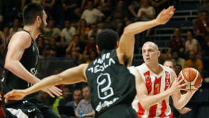 Zvezda povela u finalu protiv Partizana