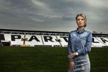 Atraktivna direktorica Partizana zasjenila fudbalere