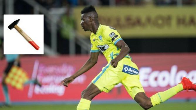 Fudbaler Nantesa suprugu napao čekićem i završio iza rešetaka