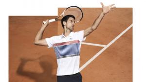 Dok ga oblači Lacoste, Novak mirno spava