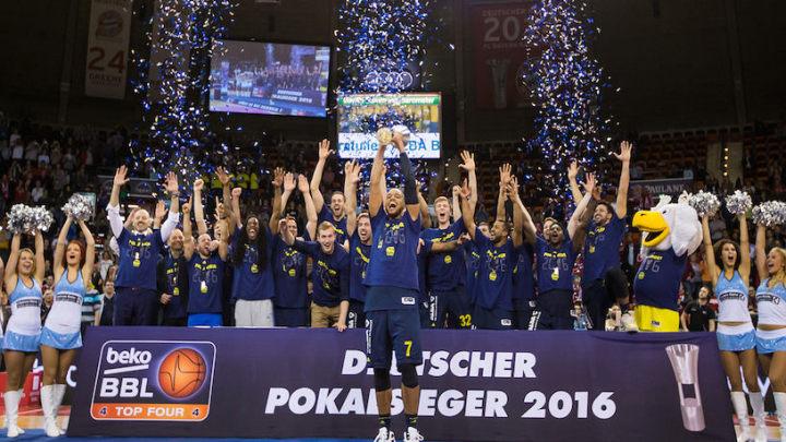 Kikanović vodio Albu do trofeja
