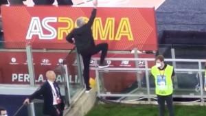 "Mourinho dobio crveni karton, pa na Instagramu pokazao kako je ""vodio meč"""