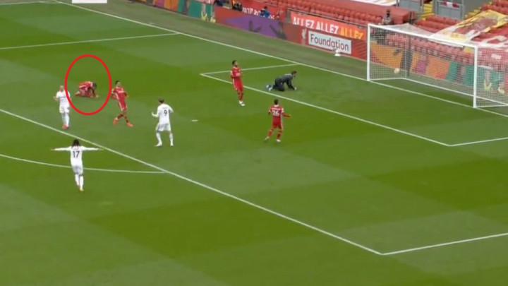 Van Dijk je od očaja udarao šakama po terenu: Igrač Leedsa izludio Redse