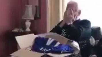 Ima 76 godina, a dresu Chelseaja se obradovao kao dječak