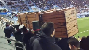 Navijači Alavesa na utakmici poručili: Nogomet je umro