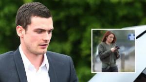 Ko je crvenokosa djevojka koja posjećuje Adama Johnsona u zatvoru?