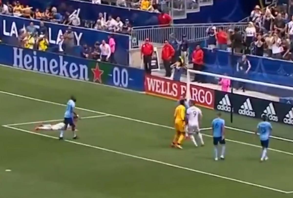 Zlatan suspendovan jer je davio protivničkog golmana!