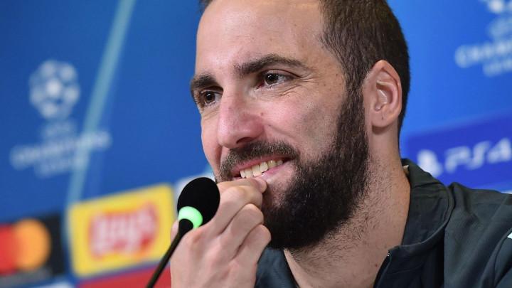 """Navijači Juventusa u šoku kada su vidjeli koliko se Higuain udebljao: """"Izgleda kao Tony Soprano"""""""