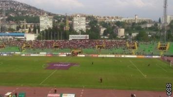Sjeverna i južna tribina pola sata prije početka utakmice